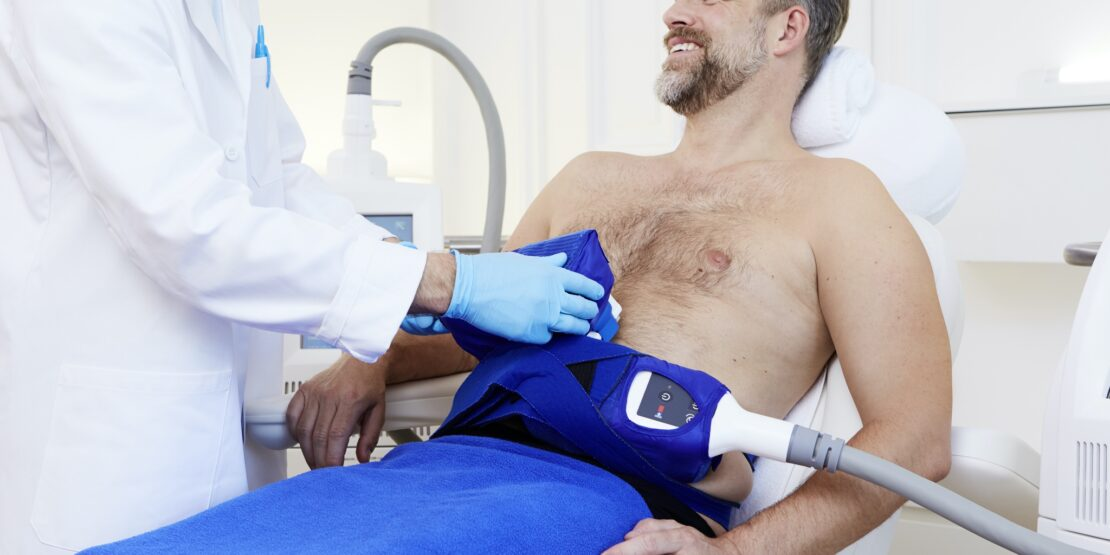 Die Kryolipolyse-Behandlung ist sicher und effizient.